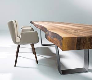 kontrastreiche raumkunst mit massivholzm beln. Black Bedroom Furniture Sets. Home Design Ideas