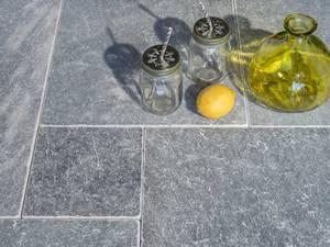 terrassenplatten aus naturstein f r jedes gartenambiente. Black Bedroom Furniture Sets. Home Design Ideas