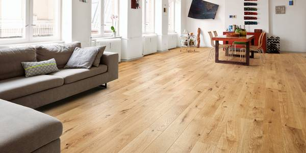 Holzfußboden  Ratgeber Holzfußboden: Pflege und Reparatur