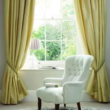 fensterdeko f r fenster mit breiterem unterlicht. Black Bedroom Furniture Sets. Home Design Ideas