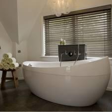 mit holzjalousien r ume attraktiv gestalten. Black Bedroom Furniture Sets. Home Design Ideas