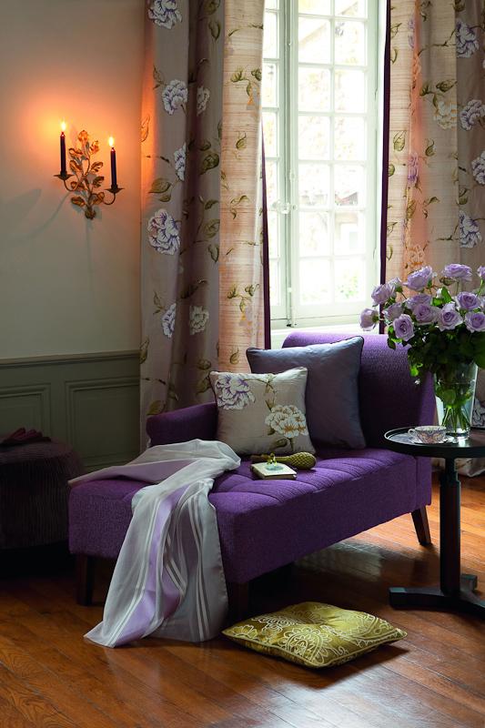 Gardinen Fenster Heizung : Weder edel noch rustikal wirkt dieser Vorhang mit Blumenmustern und
