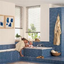 sitzbank im badezimmer die ablagebank neben der badewanne. Black Bedroom Furniture Sets. Home Design Ideas