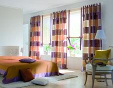 gardinen in leuchtenden farben. Black Bedroom Furniture Sets. Home Design Ideas