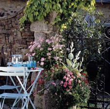 Gartengestaltung nostalgisch romantisch im zarten blau for Gartengestaltung romantisch