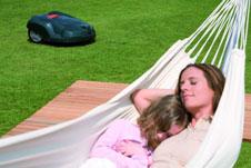 automatischer rasenm her f r gepflegten rasen und mehr entspannung. Black Bedroom Furniture Sets. Home Design Ideas