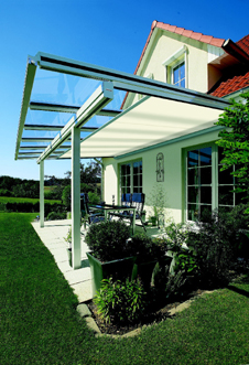der perfekte sonnenschutz terrassendach sonnensegel oder markise. Black Bedroom Furniture Sets. Home Design Ideas