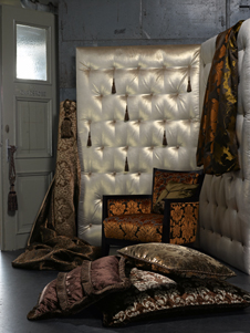 luxuri se und opulente stoffe. Black Bedroom Furniture Sets. Home Design Ideas