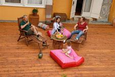 holzterrassen richtig sch tzen und pflegen. Black Bedroom Furniture Sets. Home Design Ideas