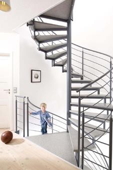 treppen mit anti rutsch effekt. Black Bedroom Furniture Sets. Home Design Ideas